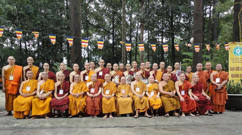 Chùa Bửu Quang - buu quang-18-Chư tôn đức chụp hình lưu niệm tại Đại Giới đàn Quảng Đức 2013, giới trường chùa Bửu Quang-5.jpg (509544 KB)