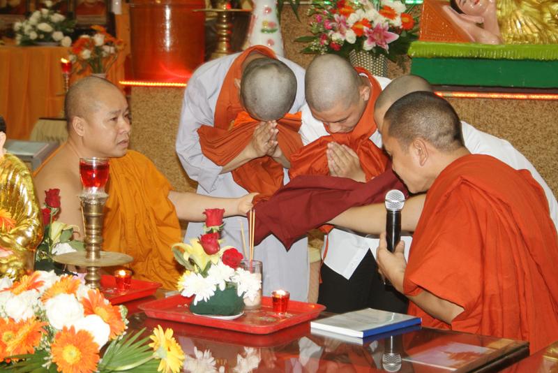 Chùa Bửu Quang - buu quang-19-lễ xuất gia sa di năm 2013-2.jpg (483108 KB)