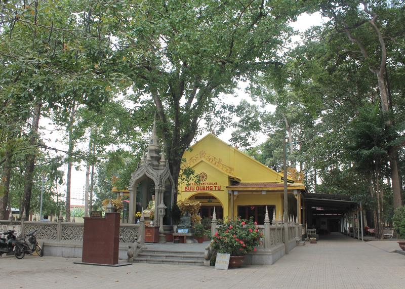 Chùa Bửu Quang - buu quang-2-bảo tháp và cây bồ đề phía trước chánh điện.jpg (684018 KB)