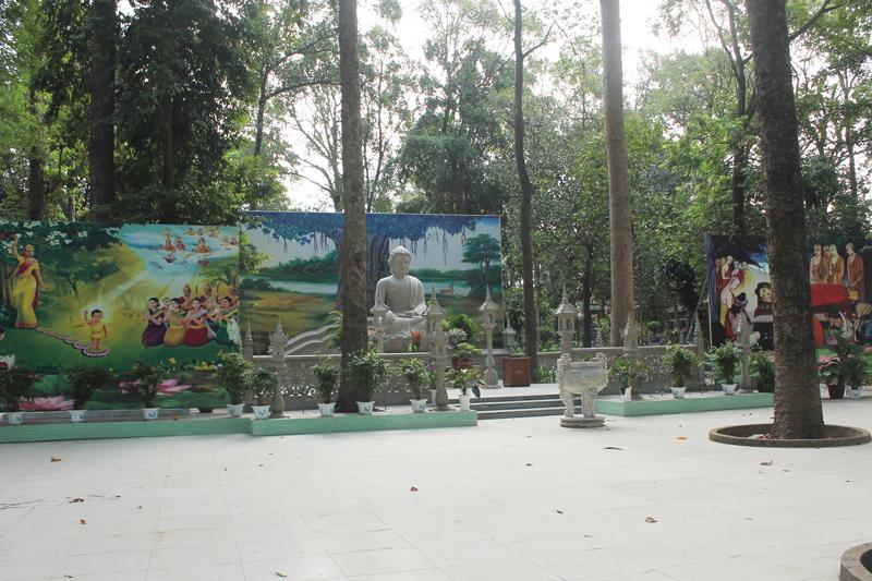 Chùa Bửu Quang - buu quang-31-quảng trường Phật lộ thiên là nơi tổ chức các lễ lớn.jpg (512631 KB)