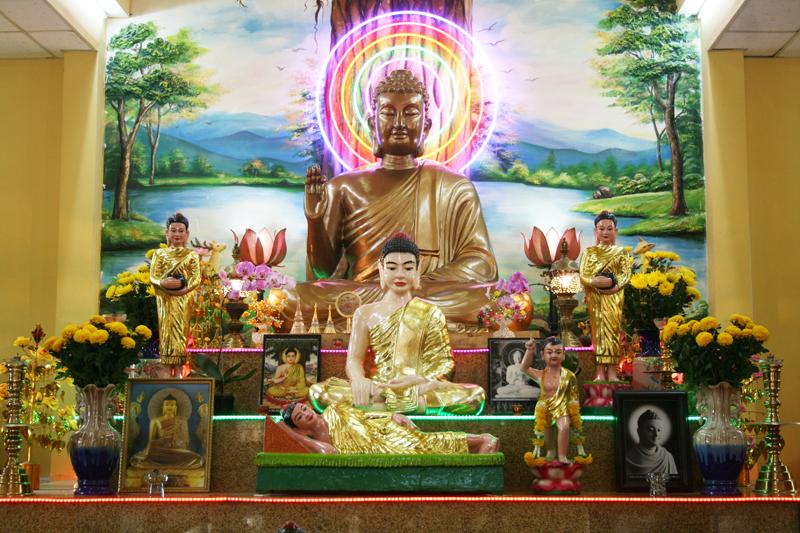 Chùa Bửu Quang - buu quang-4-Bàn thờ trong chánh điện.jpg (586213 KB)