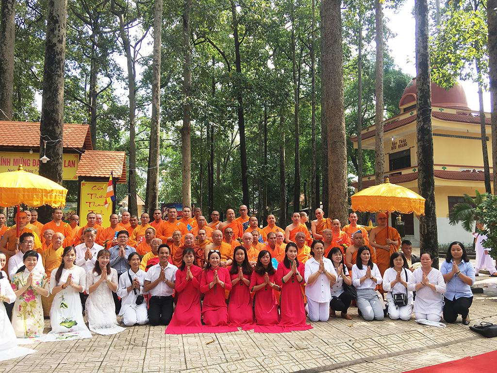 Phái đoàn Phật giáo An Nam tông Thái Lan đến thăm chùa Bửu Quang - an-nam-13.jpg (1165303 KB)