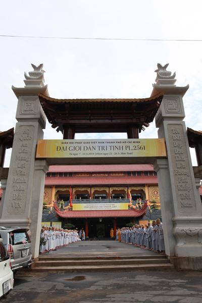 Chùm ảnh Đại Giới đàn Trí Tịnh 2018-Giới trường Chùa Bửu Quang - gioi-dan-tri-tinh-1.jpg (212213 KB)