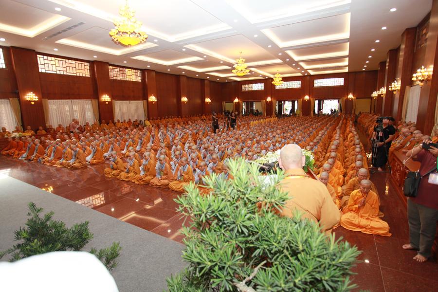 Chùm ảnh Đại Giới đàn Trí Tịnh 2018-Giới trường Chùa Bửu Quang - gioi-dan-tri-tinh-13.jpg (618737 KB)