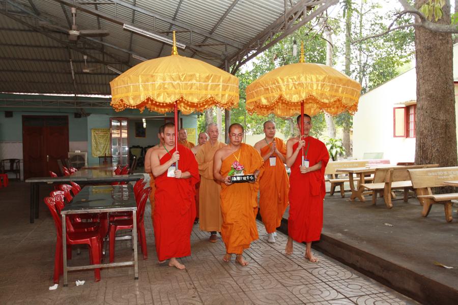 Chùm ảnh Đại Giới đàn Trí Tịnh 2018-Giới trường Chùa Bửu Quang - gioi-dan-tri-tinh-29.jpg (608847 KB)