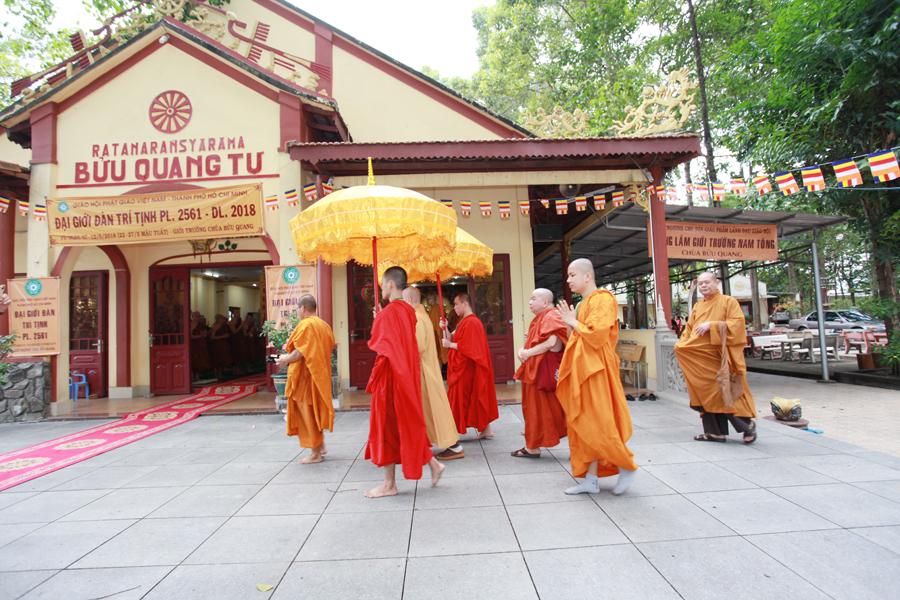 Chùm ảnh Đại Giới đàn Trí Tịnh 2018-Giới trường Chùa Bửu Quang - gioi-dan-tri-tinh-31.jpg (645058 KB)