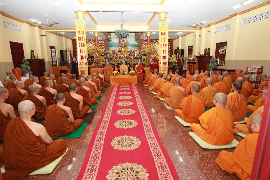 Chùm ảnh Đại Giới đàn Trí Tịnh 2018-Giới trường Chùa Bửu Quang - gioi-dan-tri-tinh-33.jpg (618087 KB)