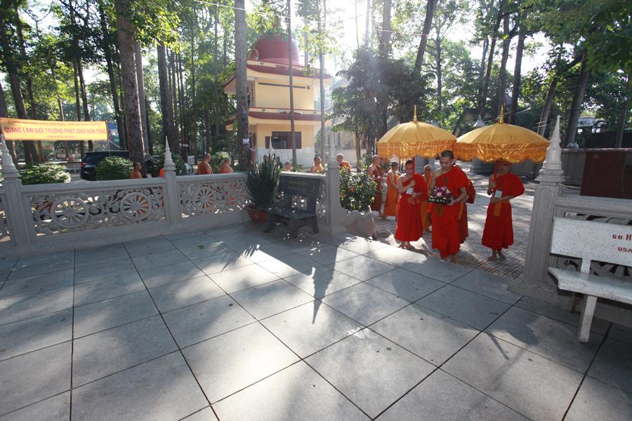 Chùm ảnh Đại Giới đàn Trí Tịnh 2018-Giới trường Chùa Bửu Quang - gioi-dan-tri-tinh-57.jpg (641569 KB)