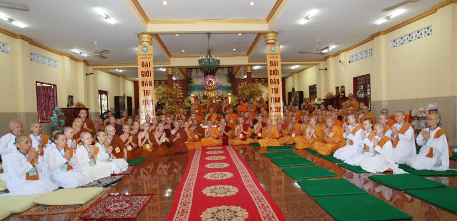 Chùm ảnh Đại Giới đàn Trí Tịnh 2018-Giới trường Chùa Bửu Quang - gioi-dan-tri-tinh-76.jpg (443571 KB)