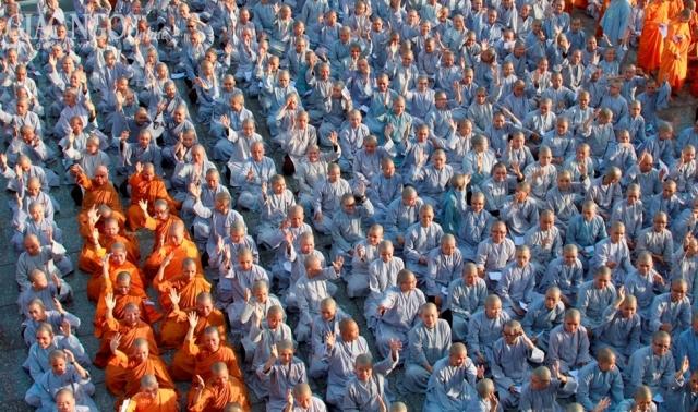 TP.HCM: Đại giới đàn Quảng Đức năm 2013 khảo thí giới tử - gioi dan-quang-duc (10).jpg (323440 KB)