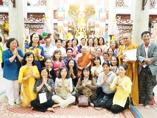 Phật Tử Đạo Tràng Phổ Minh chụp Hình Kỷ Niệm ngày Khánh Tuế