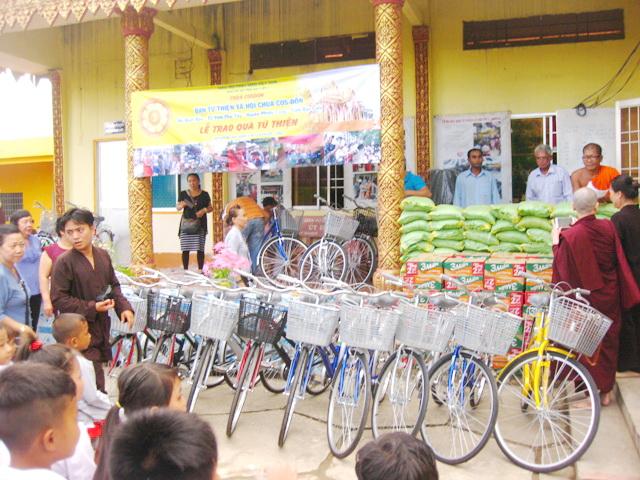 Tặng Phẩm hỗ trợ Đồng Bào và Học sinh nghèo dịp Trung Thu