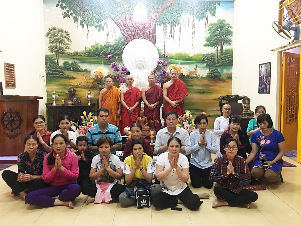 Phái đoàn chùa Bửu Quang thăm và cúng dường trường hạ năm 2018 - truong-ha-bat-chanh-dao-2.jpg (771372 KB)
