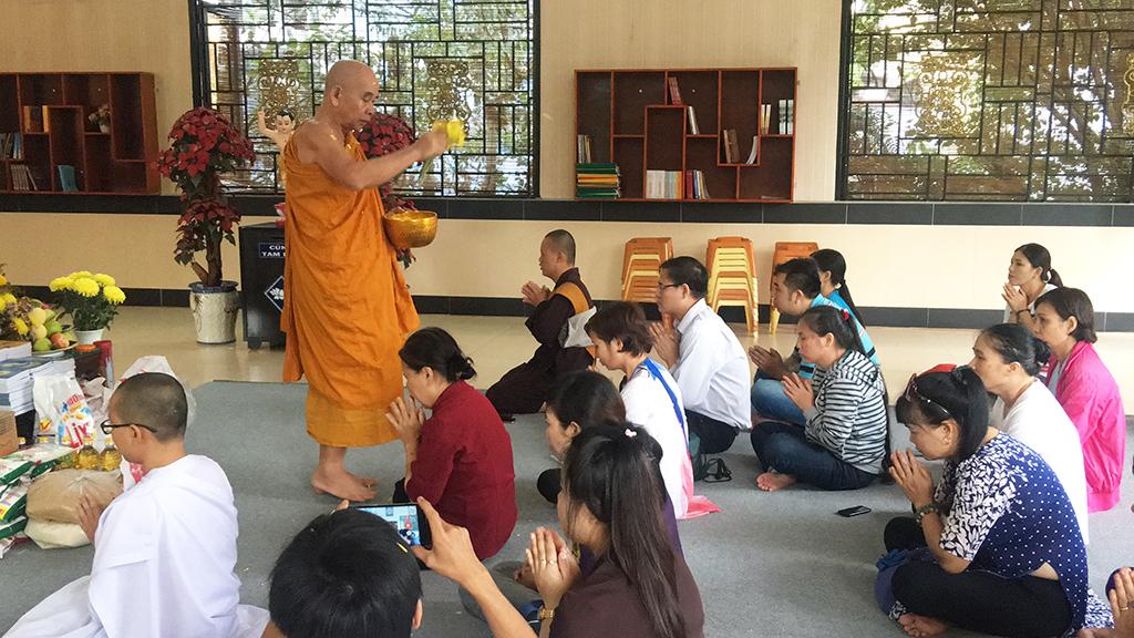 Phái đoàn chùa Bửu Quang thăm và cúng dường trường hạ năm 2018 - truong-ha-nam-tong-3.jpg (638855 KB)
