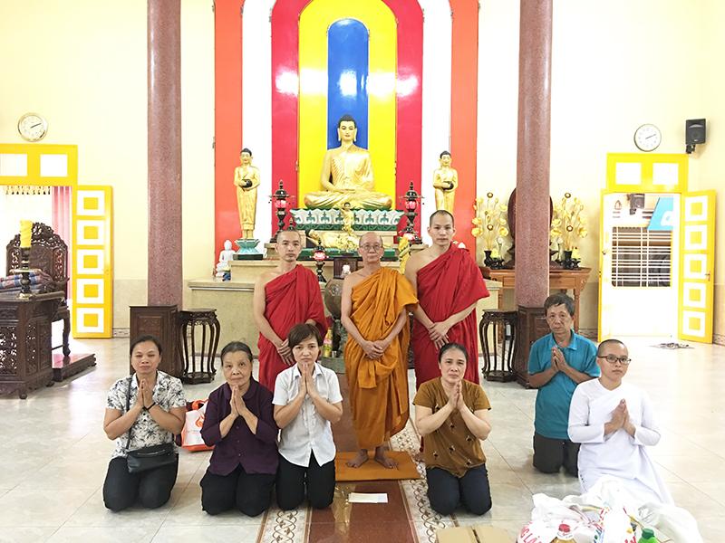 Phái đoàn chùa Bửu Quang cúng dường trường hạ năm 2018 - truong-ha-phap-quang-2.jpg (437663 KB)