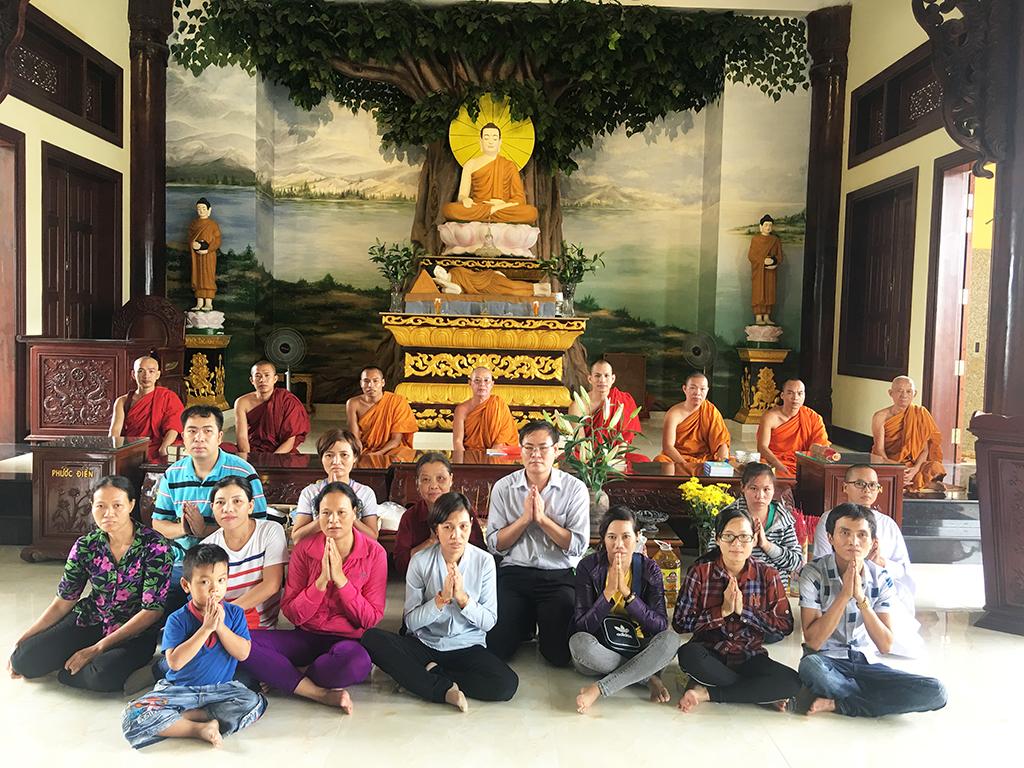 Phái đoàn chùa Bửu Quang thăm và cúng dường trường hạ năm 2018 - truong-ha-phat-bao-4.jpg (840607 KB)