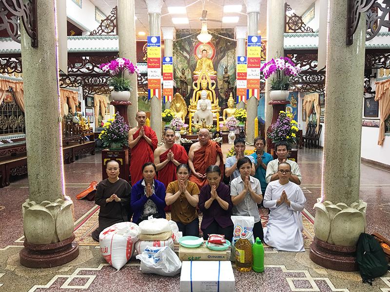 Phái đoàn chùa Bửu Quang cúng dường trường hạ năm 2018 - truong-ha-pho-minh-2.jpg (635435 KB)
