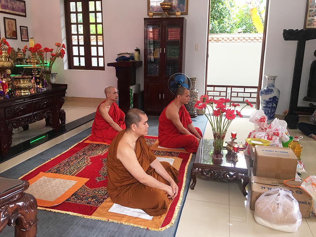 Phái đoàn chùa Bửu Quang thăm và cúng dường trường hạ năm 2018 - truong-ha-truc-lam-2.jpg (799357 KB)