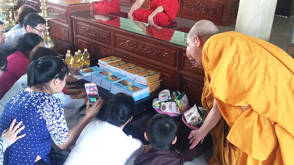Phái đoàn chùa Bửu Quang thăm và cúng dường trường hạ năm 2018 - truong-ha-tu-quang-2.jpg (633798 KB)