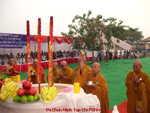 Chư Tăng GHPGVN chú nguyện Tượng Phật Chuyển Pháp Luân